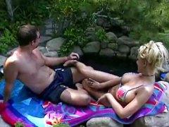 Тина Шери, големи цици, блондинки, басейн