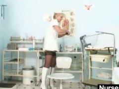 блондинки, извратени, медицински сестри, странни