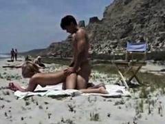 тийнейджъри, плаж, публично