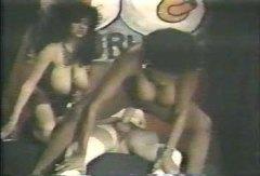 巨乳, 異人種間セックス, 黒い肌, 3人プレイ, 黒人