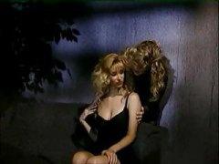 лесбийки, диван, сливи, блондинки