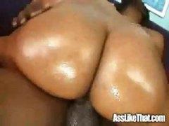 zhopa-na-divane-porno