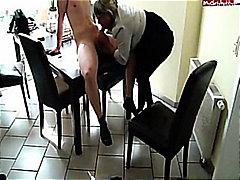 पत्नी, अधेड़ औरत, काम करना
