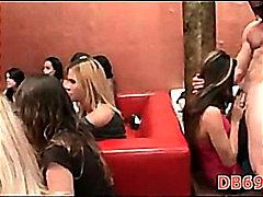 мечоци, клуб, жена гол мъж, танц, парти, свирки