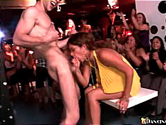 парти, свирки, жена гол мъж
