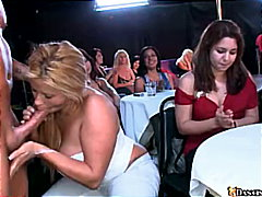 жена гол мъж, свирки, масов секс, блондинки