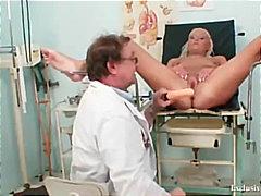 широко отворени путки, гинеколог, реалити