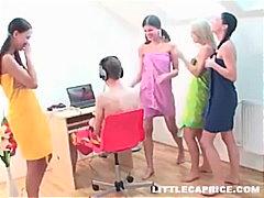 schweineschwanz, blond, group, badezimmer, lesbisch, lustig, doggy-style, teen, brünette