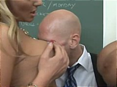 Carmella Bing, Phoenix Marie, éjaculer, pipes, groupe, gros seins, 2 femmes 1 homme