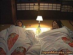 बड़े स्तन, अधेड़ औरत, मां, जापानी