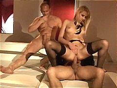 Джули Силвър, блондинки, анално, масов секс