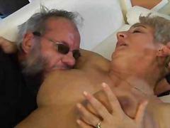 अधेड़ औरत, बड़े स्तन, बुड्ढी औरत