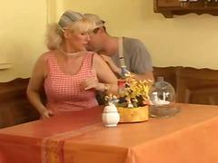 अधेड़ औरत, जर्मन, खुलेआम चुदाई