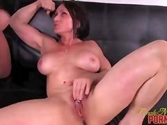 kvindelig dominans, posering