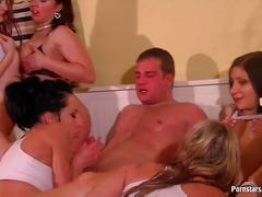 високи токчета, групов секс, яко ебане, сливи