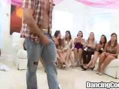 fêtes, strip, homme nu et filles habillées, pipes