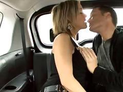 आकर्षक महिला, कार, मुखमैथुन