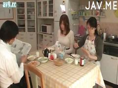 големи цици, сливи, японки, събличане, азиатки