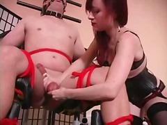 punheta com os pés, taras sexuais, dominação feminina