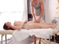 цици, олио, гащички, масаж