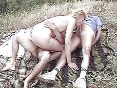 сред природата, масов секс, трио, блондинки
